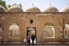 Rodzina przy meczetem Zdjęcia Royalty Free