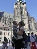 Rodzina turyści katedra St Vita Turyści są Zdjęcia Stock