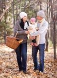 Rodzina w parku Zdjęcia Royalty Free