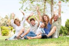 rodzina wręcza potrait falowanie fotografia royalty free