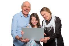 Rodzina wydaje czas z zabawą zdjęcia royalty free