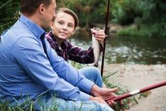 Rodzina z catched ryba obraz stock