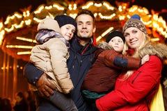 Rodzina z dziećmi na wakacje Fotografia Royalty Free