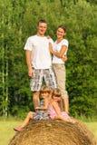 Rodzina z dziećmi na wakacje outdoors Obrazy Stock