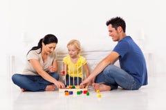 Rodzinna bawić się gra Obrazy Royalty Free