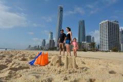 Rodzinna wizyta w surfingowa raju Australia Fotografia Stock
