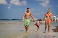 rodzinne wakacje na plaży Zdjęcia Stock