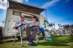 Rodzinnego wakacje podróż, wakacyjna wycieczka w motorhome Zdjęcie Royalty Free