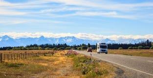 Rodzinnego wakacje wycieczka, leisurely podróżuje w motorowym domu, Szczęśliwy wakacje wakacje w Karawanowym campingowym samochod Obraz Royalty Free