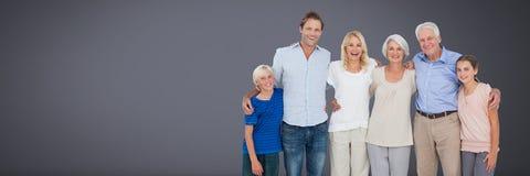 Rodzinni pokolenia wraz z popielatym tłem fotografia royalty free
