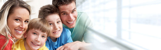 rodzinni szczęśliwi dzieciaki obrazy stock
