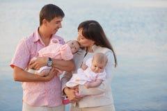 rodzinni szczęśliwi dzieciaki fotografia stock