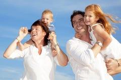 rodzinni szczęśliwi potomstwa zdjęcie royalty free