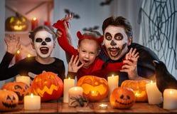 Rodzinny świętuje Halloween Zdjęcia Royalty Free