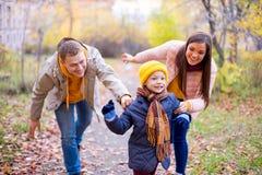 Rodzinny bawić się keczup Obrazy Stock