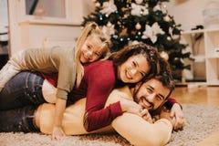 Rodzinny czas jest wielkim prezentem wszystko zdjęcia royalty free