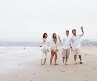 Rodzinny falowanie na plaży Obrazy Royalty Free