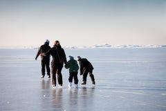 Rodzinny jazda na łyżwach Fotografia Royalty Free