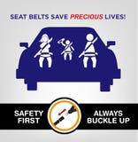 Rodzinny Jest ubranym Seat Bealts podczas gdy na samochodzie Bezpieczeństwo na drogach pojęcie Obraz Stock