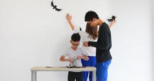 Rodzinny klejenie papieru rozcięcia nietoperz zbiory wideo