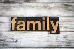 Rodzinny Letterpress słowo na Drewnianym tle Obraz Stock