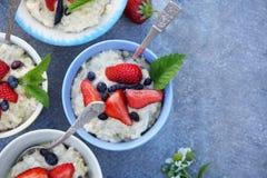 Rodzinny śniadanie z jagodami Fotografia Stock