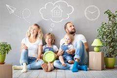 Rodzinny Nowy Domowy Poruszający dnia domu pojęcie obrazy stock