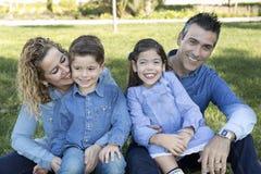 Rodzinny obsiadanie na gazonie park Obraz Royalty Free