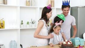 Rodzinny odświętność córek urodziny w domu zbiory