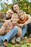 Rodzinny odpoczywać w parku Zdjęcie Royalty Free