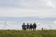 Rodzinny odpoczywać na dajku Zdjęcie Royalty Free