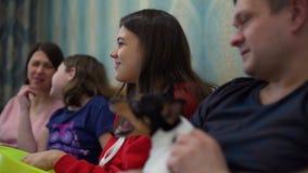 Rodzinny Ogląda TV W Domu zbiory
