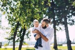 Rodzinny ojciec, dziecko i wpólnie obrazy royalty free