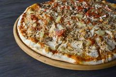 Rodzinny pizzy zbliżenie zdjęcia royalty free