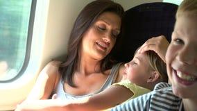 Rodzinny Relaksować Na Taborowej podróży zdjęcie wideo