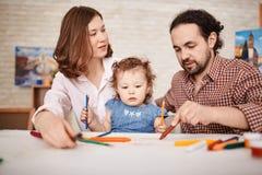 Rodzinny rysunek z małym dzieckiem Zdjęcie Royalty Free