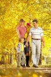 rodzinny spacer obrazy royalty free