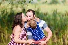 rodzinny szczęśliwy ciężarny Obrazy Stock
