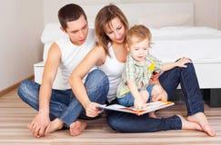 rodzinny szczęśliwy dom fotografia stock