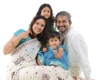 rodzinny szczęśliwy indyjski tradycyjny Obraz Stock