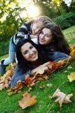 rodzinny szczęśliwy park obrazy royalty free