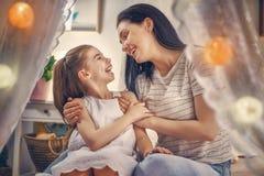 rodzinny szczęśliwy target2231_0_ Fotografia Royalty Free