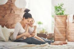 rodzinny szczęśliwy target2231_0_ Zdjęcie Stock