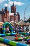 Rodziny cieszy się Cardiff schronienia festiwal Zdjęcie Stock