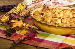 Rodzynka chleba puddingu pustynia z spadek dekoracjami zdjęcie stock