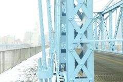 roebling αναστολή του Κινκινάτι John Οχάιο γεφυρών Γέφυρα αναστολής Roebling στο χειμερινό χιόνι σε Cincin στοκ φωτογραφία με δικαίωμα ελεύθερης χρήσης