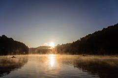 Roeiboot in het meer Royalty-vrije Stock Foto