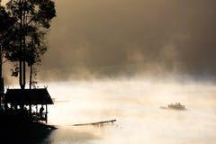 Roeiboot in het meer Royalty-vrije Stock Fotografie