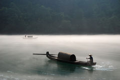 Roeien in de mist Royalty-vrije Stock Foto