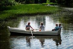 Roeien op de rivier royalty-vrije stock fotografie